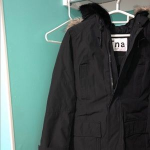 TNA Bancroft Parka- Small in colour black